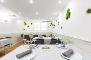 Interior del comedor de la planta baja en restaurante Casa Pedro
