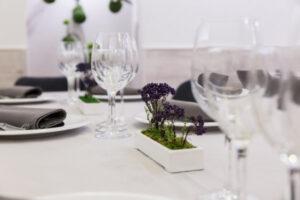 Decoración de mesa en el comer planta baja de Restaurante Casa Pedro