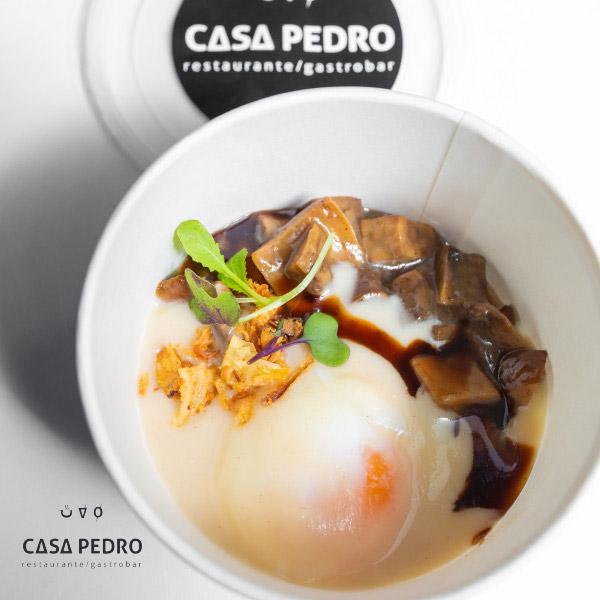Huevo de Corral 64º – Guiso de Setas – Crema de Apio Nabo tostado