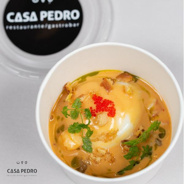 Huevo de Corral 64º – Crema de Erizos – Cebolla de Fuentes -Tobiko